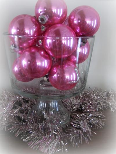 Pink_christmas_balls