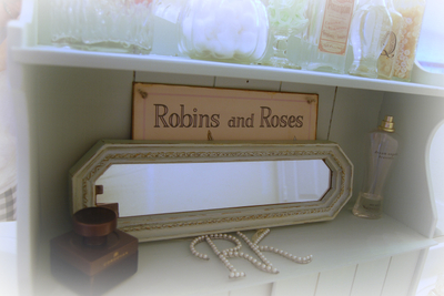 Shelf_robins_and_roses